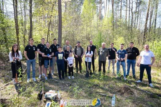 Nasadzanie lasu we współpracy z Nadleśnictwem Kielce